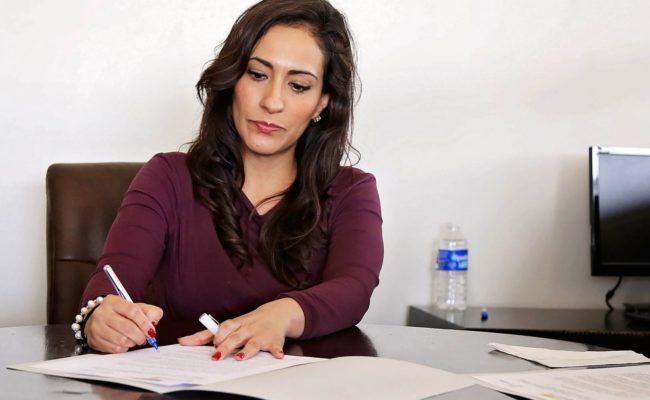 femme-travail-bureau-millionnaire-ethique-argent